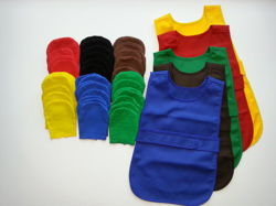 Apron fastened at the front (small 2-3 year old) in a set with 12 gloves - yellow