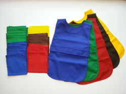Apron fastened at the front for 4-5 year olds in a set with 12 cloths - red
